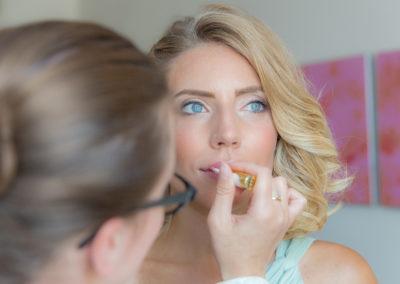Préparatifs de la demoiselle d'honneur- Make-up - Maquillage - Crédits : Les Photos de Bela - Photographe de mariage - Paris - IDF