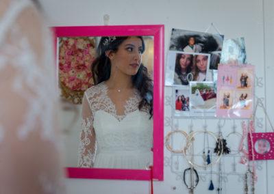 Préparatifs de la mariée : jeux de miroirs - Paris 13 - Crédits : Les Photos de Bela - Photographe de mariage