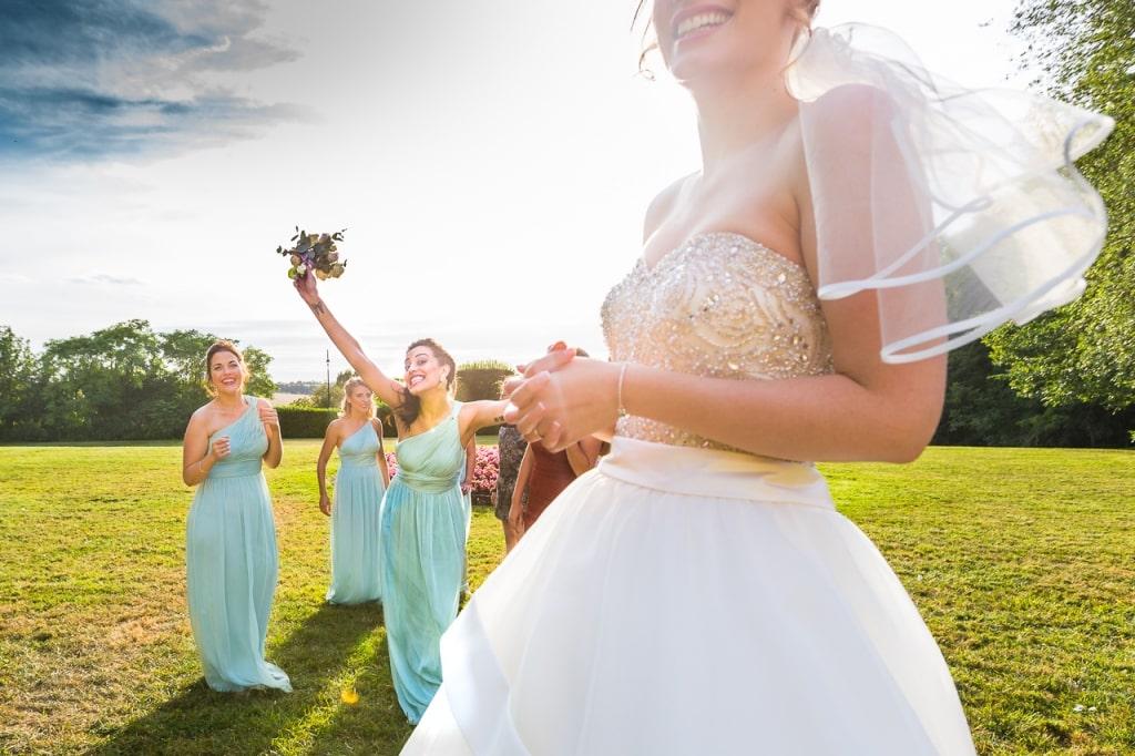 Lancer du bouquet de la mariée - Château de Santeny - Crédits : Les Photos de Bela, Photographe Paris et IDF