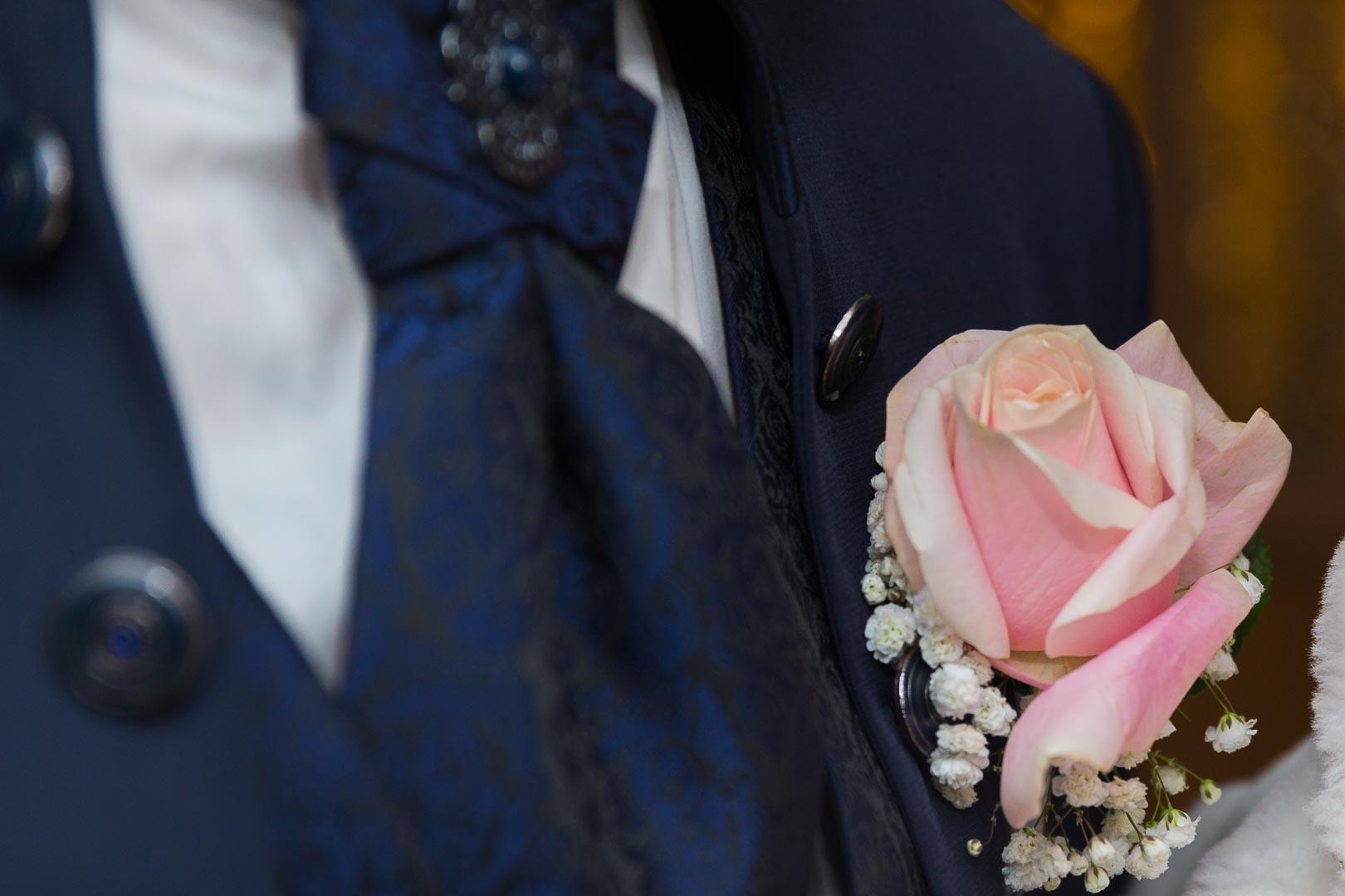 Boutonnière du marié - Crédits : Les Photos de Bela - Photographe de mariage Paris et IDF