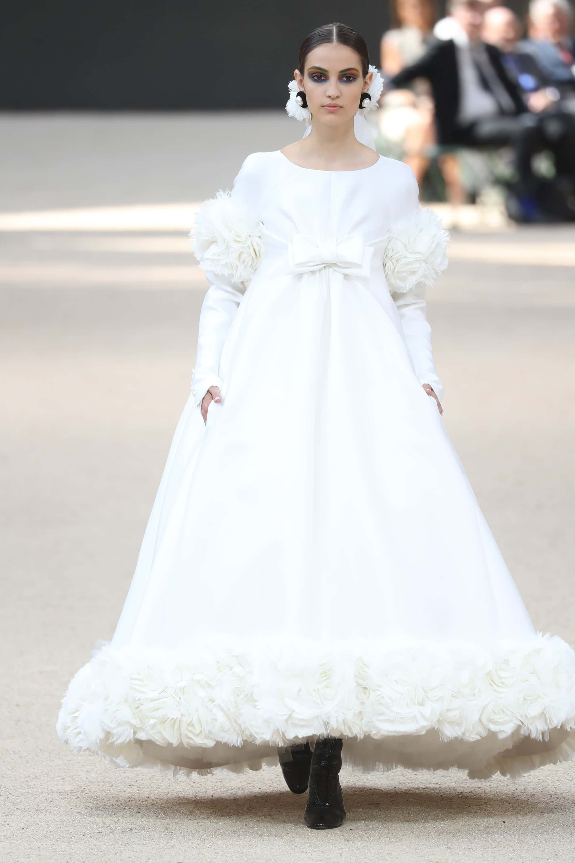 Camille Hurel en robe de mariée Karl Lagerfeld - Défilé Chanel Haute Couture 2017-2018