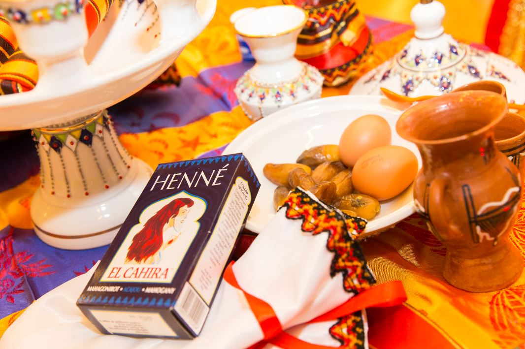 La cérémonie du henné dans le mariage oriental - Crédits : Les Photos de Bela, Photographe mariage PARIS et IDF