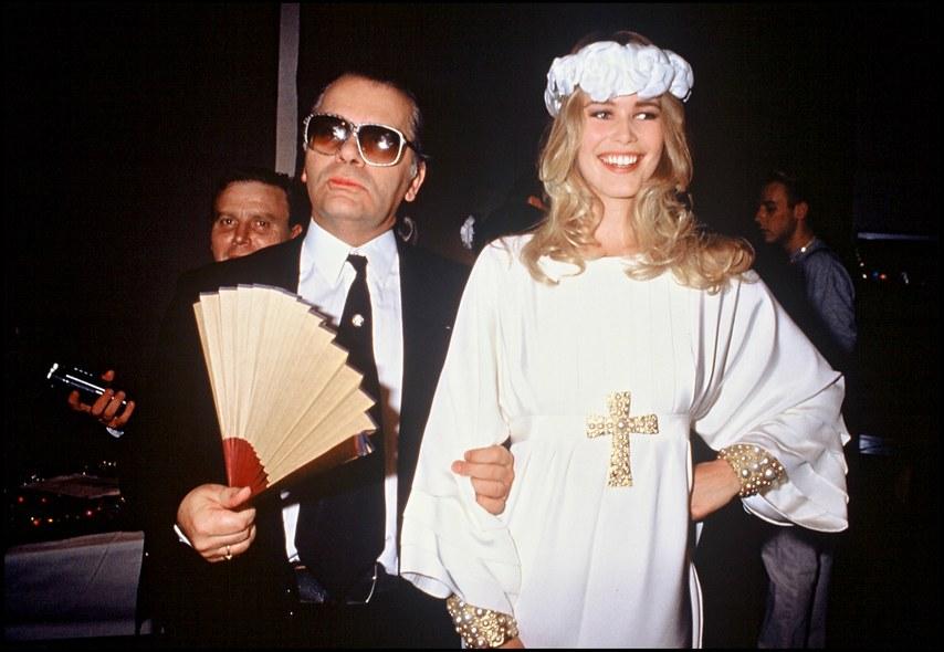 Claudia Schiffer en Robe de mariées Chanel pour Karl Lagerfeld