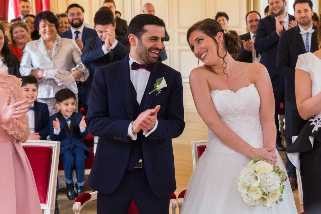 Mariage civil à la mairie de Maison Alfort - Couple devant le Maire - Crédits : Les Photos de Bela