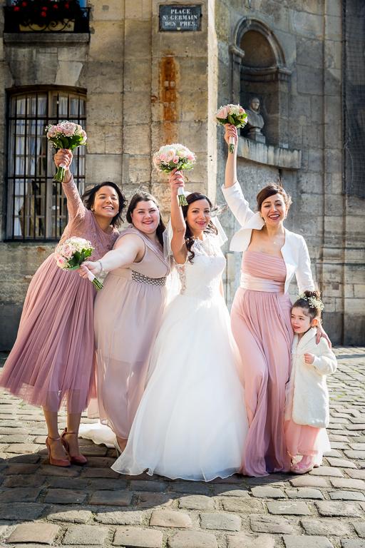 Mariage religieux -Église Saint Germain- Paris : les demoiselles d'honneur et la mariée