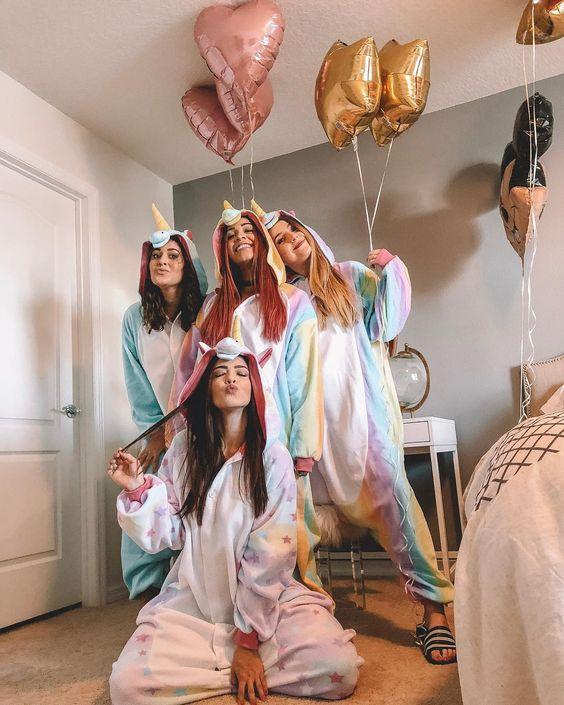 EVJF : filles en pyjamas décalés